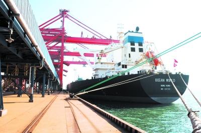 京唐港矿石码头迎来首艘25万吨级船舶
