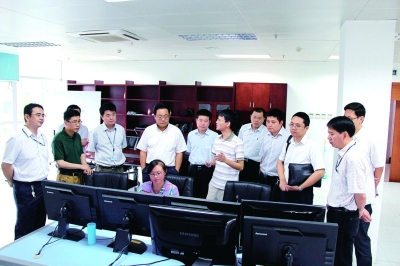 江苏海事局张同斌局长(左五),王秀峰副局长
