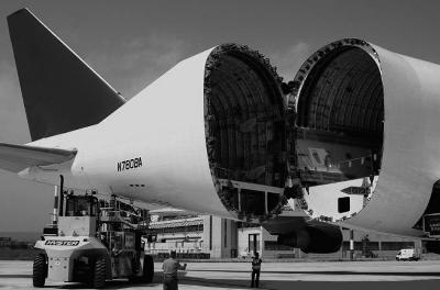 拥有自己的货运飞机是不少民营快递企业多年追逐的梦想.