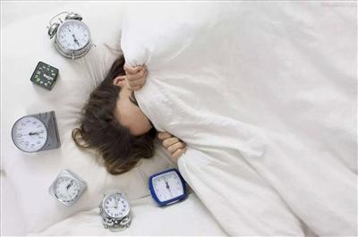 睡的不想起床图片可爱