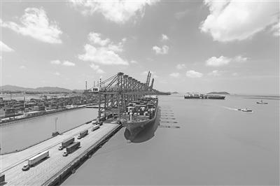 但是目前在宁波段经营内河运输的142艘营运船舶中